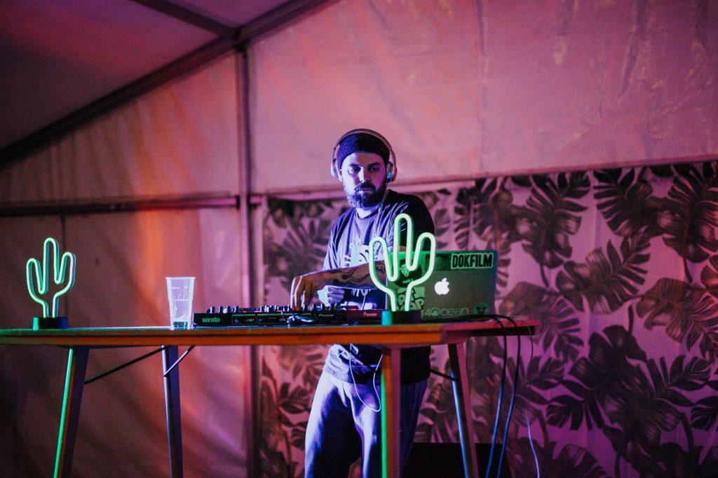 DJ på dokfilm