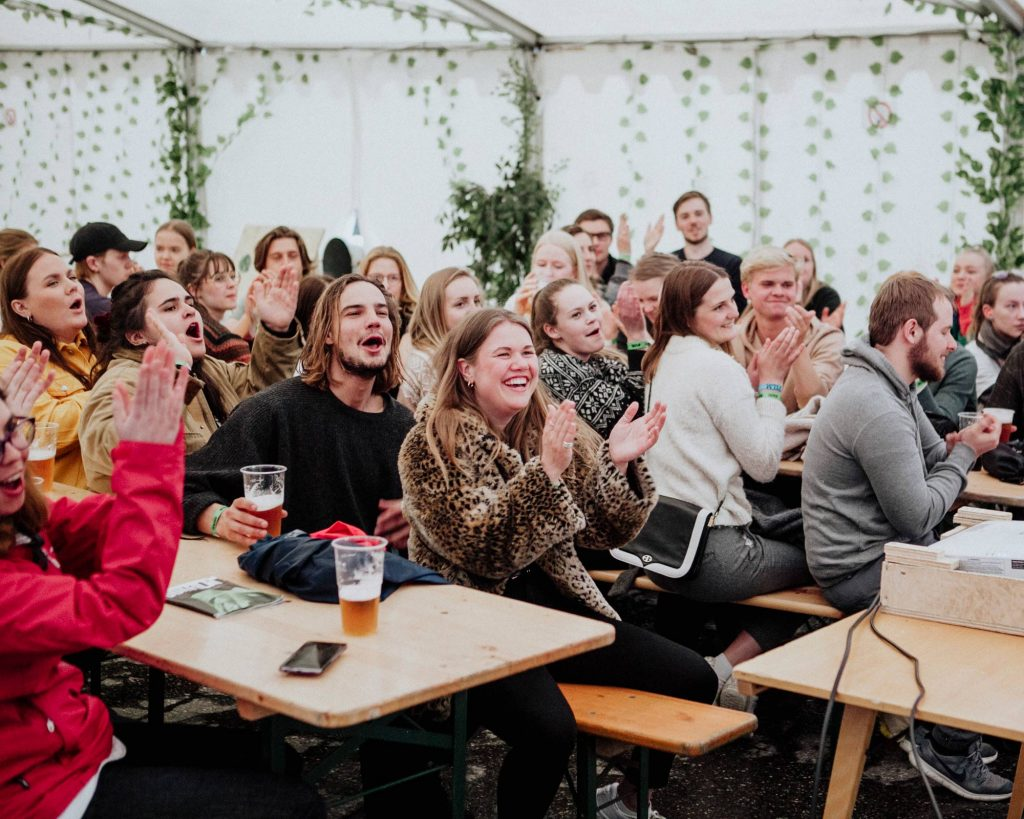 publikum i teltet