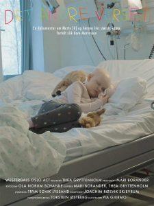 Det andre verstet filmplakat - Syk jente som ligger i sykehussengen og sover