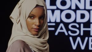 Made in Islam - Dame med hijab på catwalk