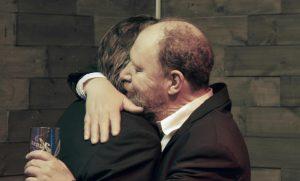 For vi er gutta - Two men hugging